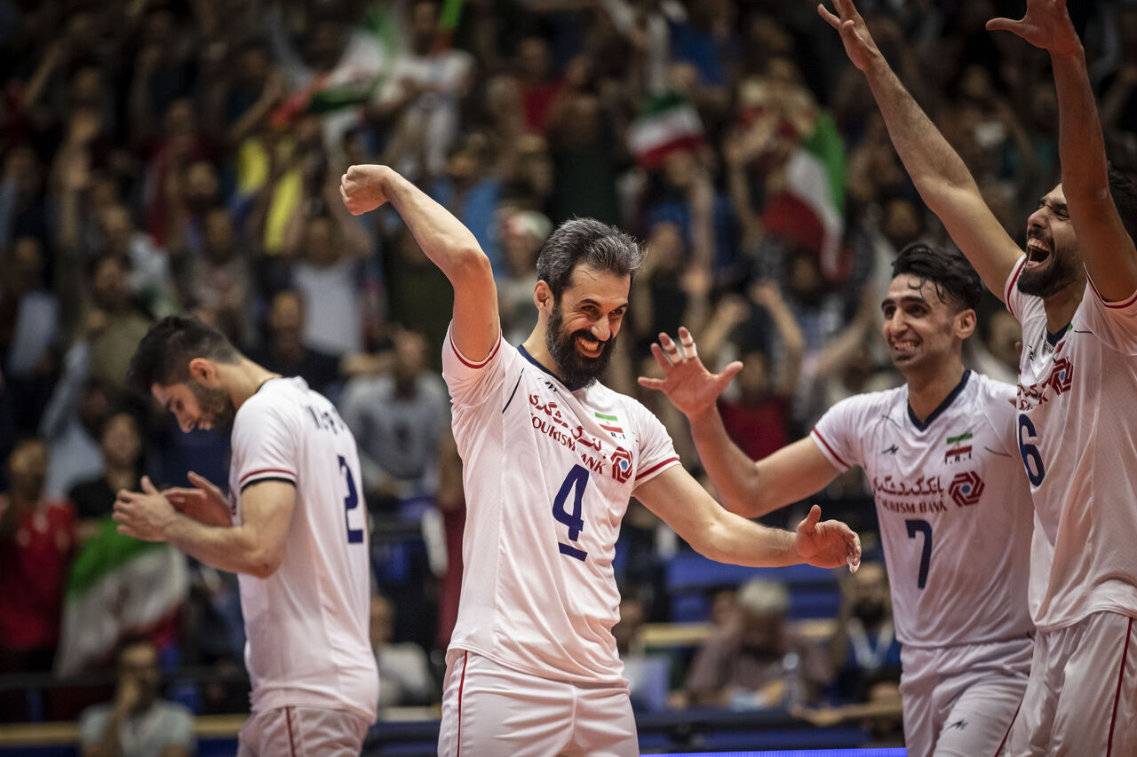 خوشحالی تیم ملی والیبال بعد از برد برابر روسیه