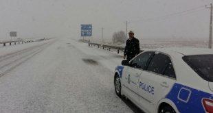 خودروی راهنمایی رانندگی در هوای برفی